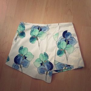 Floral green and white overlapping cute skort.